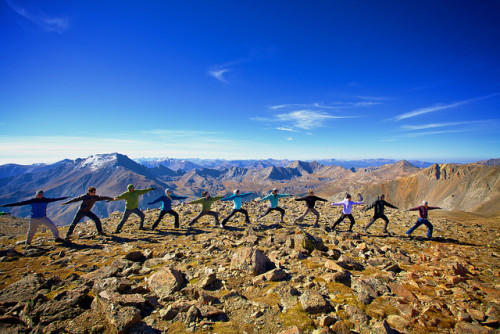 14 people doing yoga on top of a mountain in Boulder, Colorado, USA
